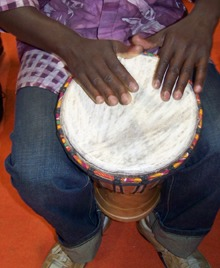 Afrika Wissen - Musik Bongospieler