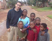 Ghassan Abid mit Kindern im Township Limpopo