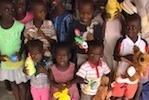 Kinder vom Kinderparadise freuen sich über Sachspenden