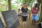 Unsere Voluntees Unterrichten im Dorf Obuoadaka
