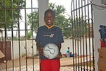 Verteilung von Sachspenden an  Yaw - er will Fussball Star werden