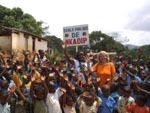 Kamerun / das Dorf Nkadip grüsst die Helfer.jpg