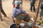 Burkina Faso Marktfrau kocht