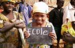 Unesco Stiftung - Kind mit Tafel