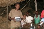 Malawi - Ranger in abendlicher Zusammenkunft