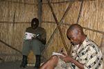 Malawi - Scouts schreiben Notizen