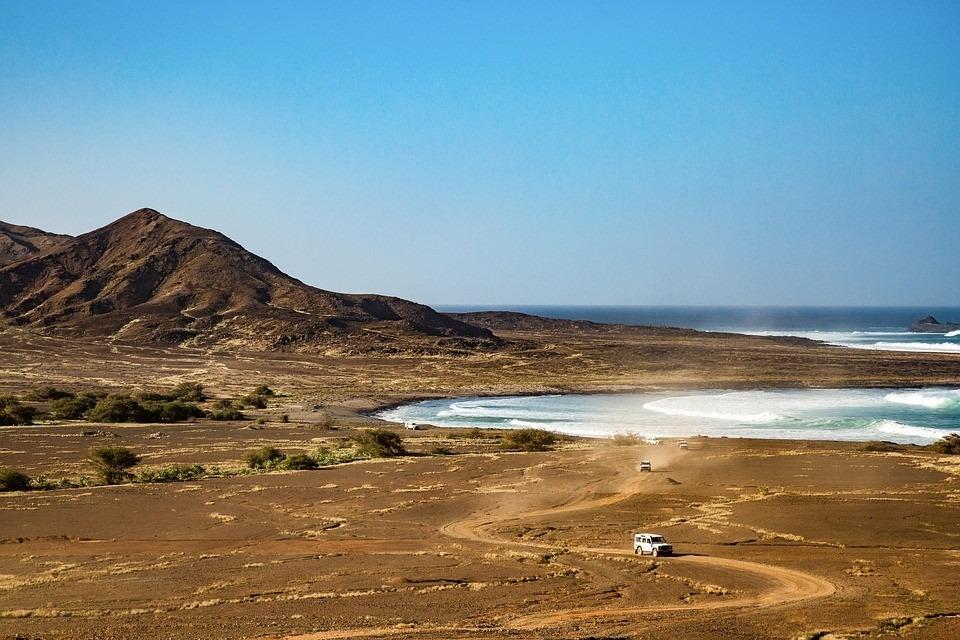 Ein Urlaub abseits der klassischen Tourismushochburgen: Der Tourismus in Cabo Verde steckt noch in den Kinderschuhen – doch der Inselstaat bietet eine reiche Vielfalt unterschiedlicher Landschaften. Bild: © abbildbar (pixabay.com), CC0 1.0
